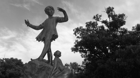 queens-gardens-peter-pan-statue